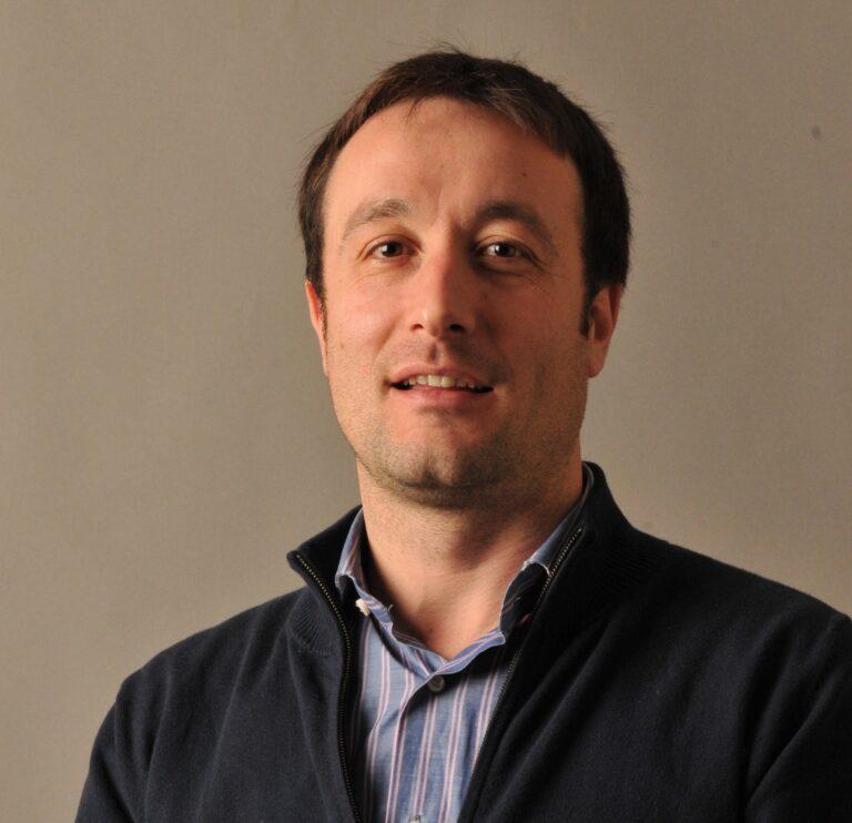 Paolo Iora è Professore Ordinario presso il Dipartimento di Ingegneria Meccanica e Industriale dell'Università degli Studi di Brescia, dove è docente di Tecnologie per la mobilità sostenibile e Macchine e sistemi energetici. Laureato in Ingegneria Meccanica nel 2000 all'Università di Brescia, ha conseguito il Dottorato in Energia presso il Politecnico di Milano nel 2005. Ha […]