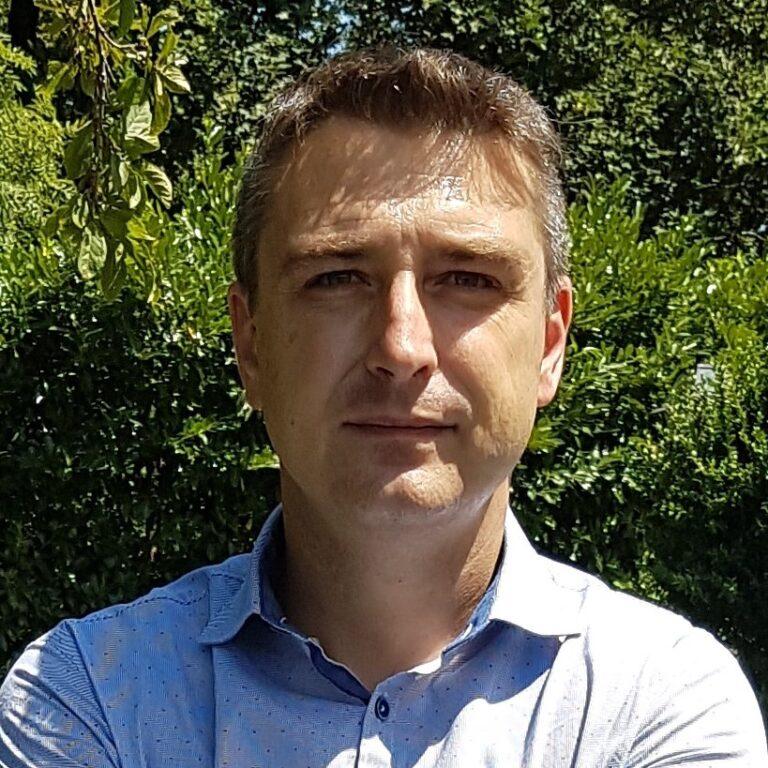 Matteo Sartini si è laureato in ingegneria informatica con indirizzo in automatica e sistemi di automazione industriale presso l'Università di Bologna, sempre presso l'università di Bologna, riceve il titolo di Dottore di Ricerca nel marzo del 2010. Da febbraio 2011 lavora presso il laboratorio LIAM, attualmente è il direttore tecnico. Durante i suoi anni di […]