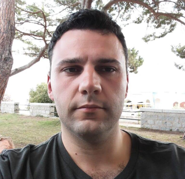 Nato a Parma nel 1983 e residente a Collecchio, Michele Pest,dopo aver conseguito il diploma in informatica, inizia il suo percorso professionale in Camattini Meccanica (ora Dallara Compositi), con il ruolo di laminatore. In questo periodo, durato circa 8 anni, Michele lavora su particolari strutturali e non, di F1, F2, F3, LMP, Aeronautica e Difesa. […]